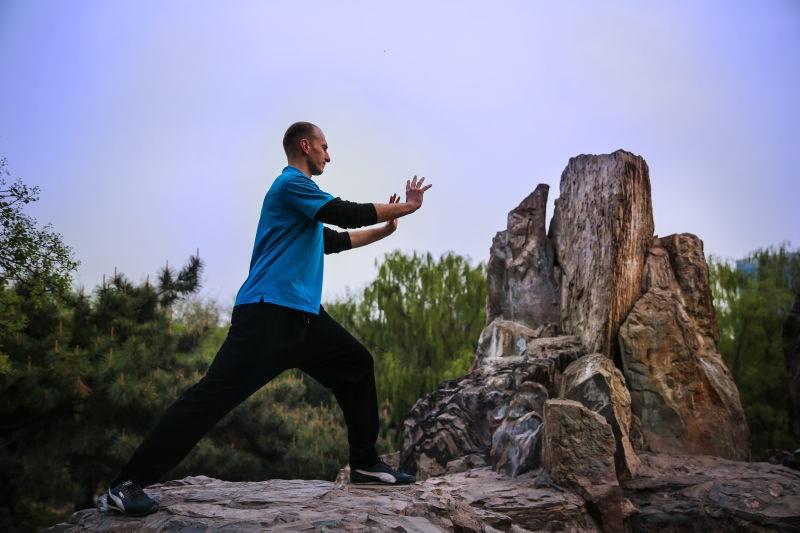 Marián Laššák, cvičenie v parku, bojové umenia, Čína.