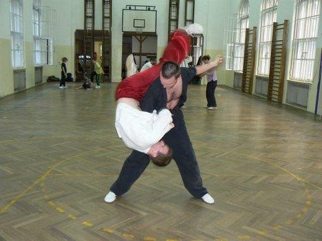 "Mariánov ""svet hore nohami""  pri cvičení Shuai - Jiao, Praha"